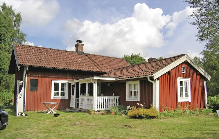 Former farm house with 2 bedrooms on 91m² in Bor
