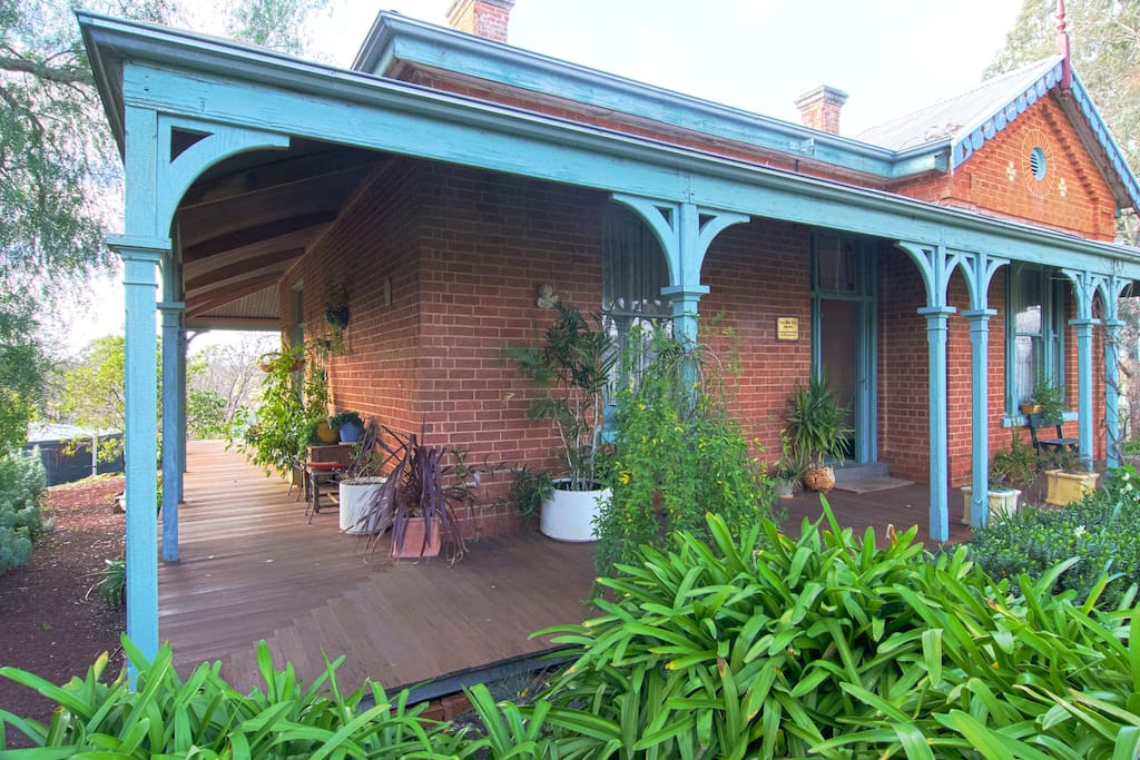 Architect of Vine Hill Villa, Emil Maurmann, also designed part of the historic Fortuna Villa in Bendigo in 1890