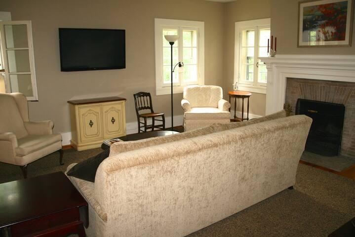 Updated 1Bedroom Apt in 1906 Mansion: Apt#6