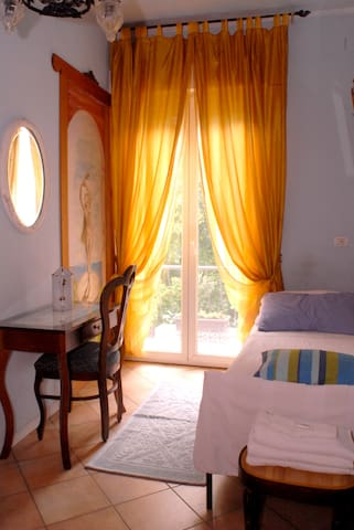 1 letto camera terrazzino - Monfalcone - Bed & Breakfast
