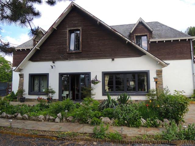Chambre d'hôte à Hotton avec jardin - Hotton - Σπίτι
