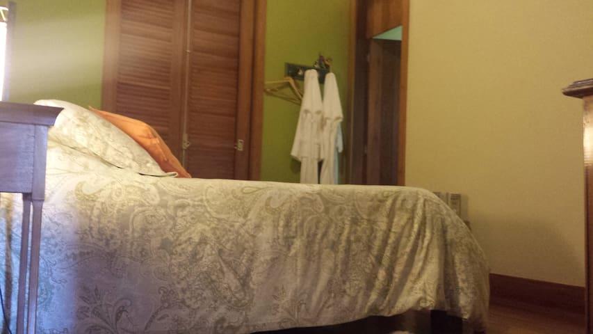 Suite 6, com cama Queen Size.