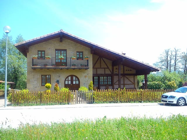Arburu, la casa de los artistas - Auza - Dům