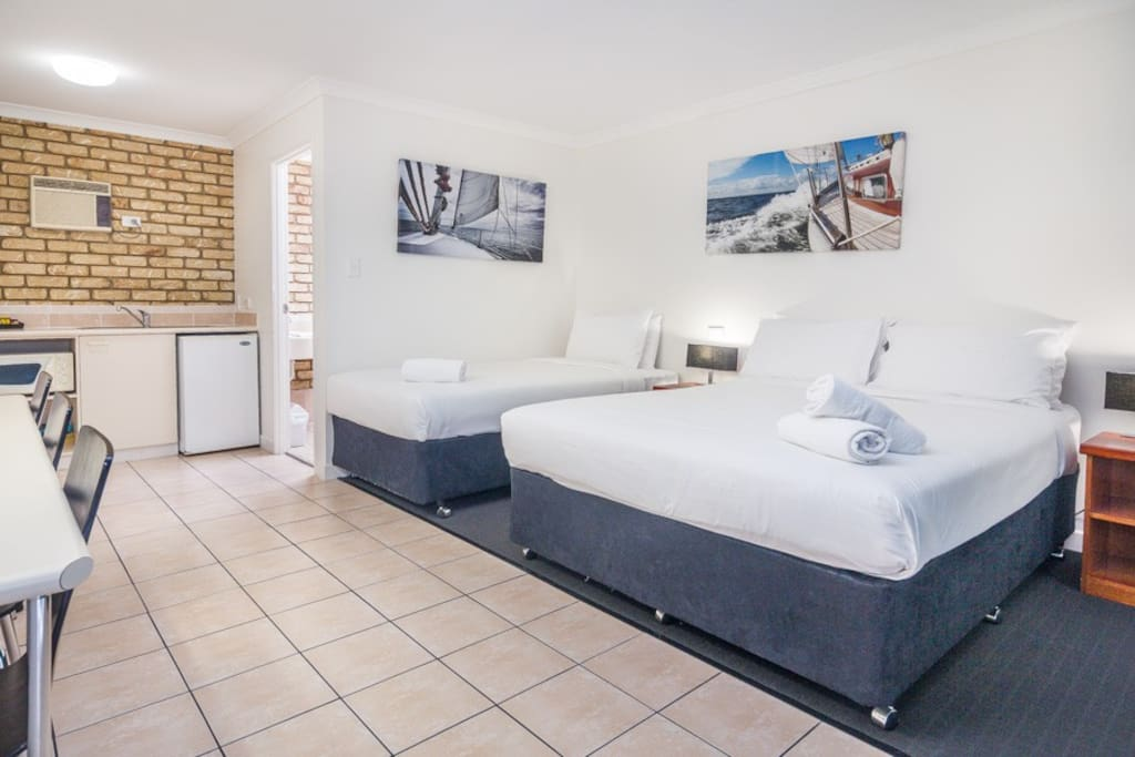 Deluxe Twin Motel Room