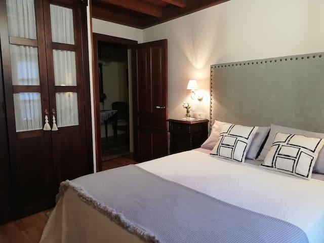 Habitación matrimonial (cama 150 cm)