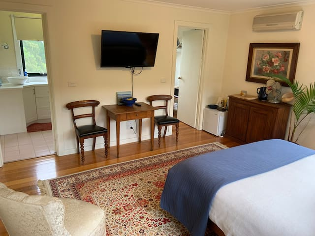 Digital TV, free wifi, mini fridge, microwave and toaster, with continental breakfast supplied.