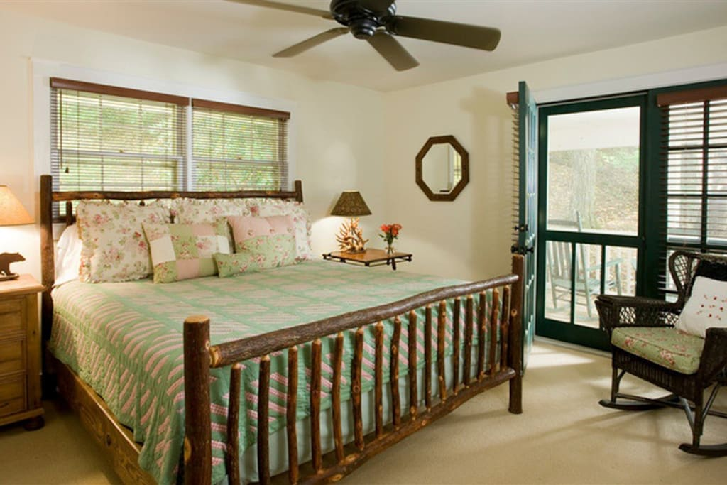 King Size Bed in upstairs guestroom