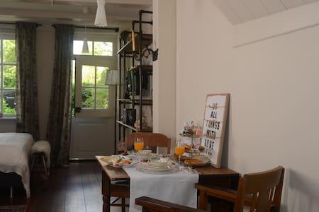 Luxe tuinkamer binnenstad Franeker - Franeker - 家庭式旅館
