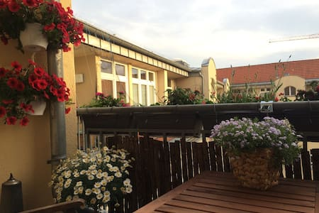 Friedrichshain Dachgeschoss/Balkon