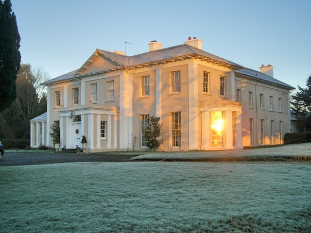 Monachty Mansion Henry's Twin Room - Aberaeron - Bed & Breakfast
