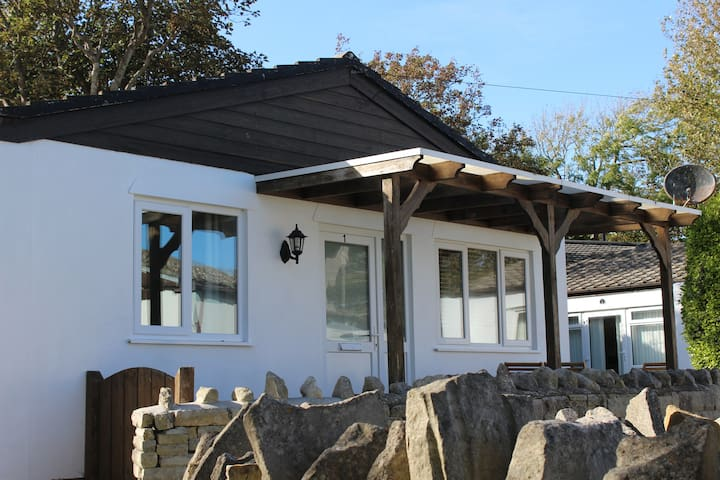 Cove Holiday Park - Chalet 1