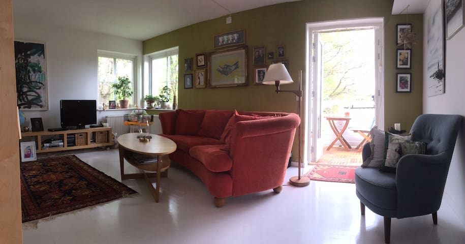 Lovely flat in house with garden - Bromma - Lejlighed