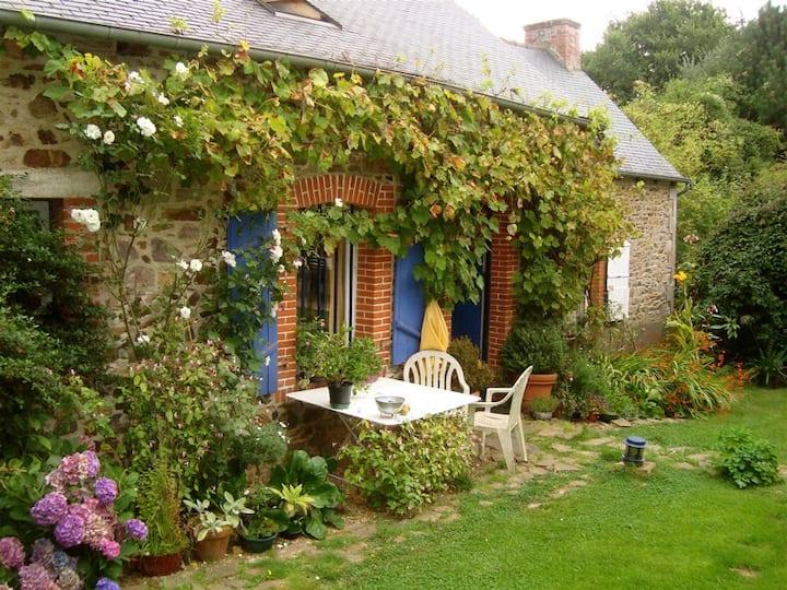 Lovely independant stone-house