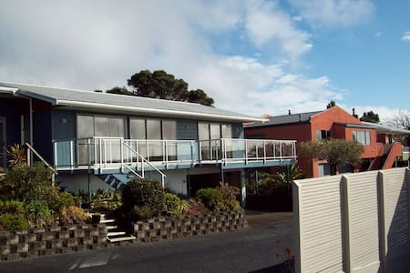 Allan's Place, quiet with nice views. - Paihia