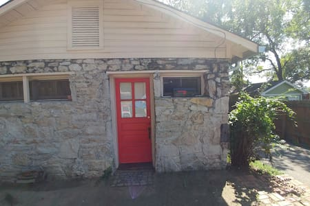 Cozy Little Carriage House in East Nashville - Gästhus