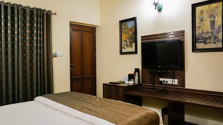 The Colonial Manek Manor-Deluxe Room