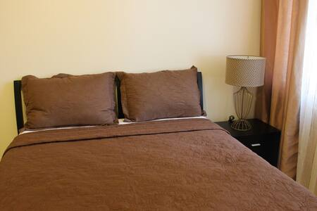 BNEW Unit in Central Makati with Cable & FAST WIFI - Makati