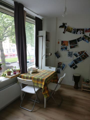 Bright and cosy studio next to train station