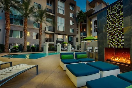 Luxury 2 Bdrm Loft in Scottsdale- Location is King