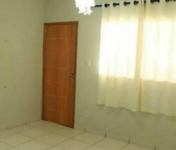 Quarto+banheiro independente+garage+áreaChurrasco