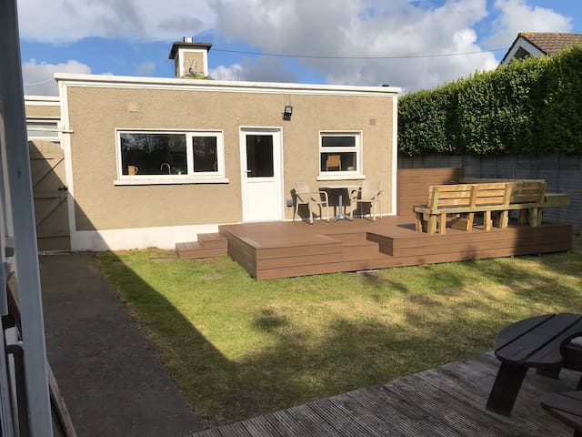 Cosy bungalow, close to beach and town centre
