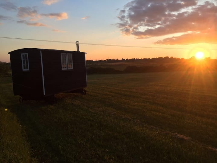 Shepherds Hut close to Oxford