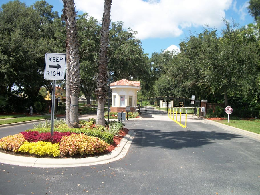 Lake Berkley Resort has a 24-hour security guard at the entrance gate to control privacy access for owners and their guests.