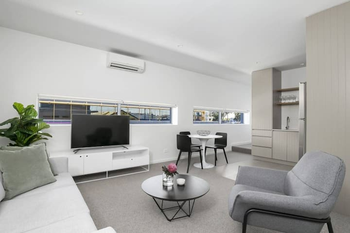 No 1 Club Apartment Central Geelong for Two