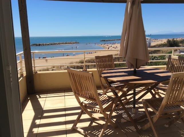 Appartement sur la plage, les pieds dans l'eau !