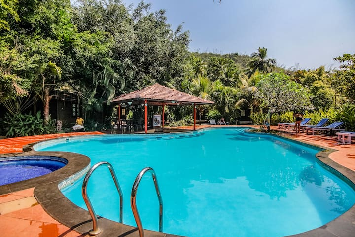 AC Club Cottage with Swimming Pool in Palolem