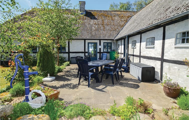 Former farm house with 4 bedrooms on 175m² in Errindlev