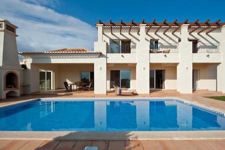 Beach front villa at Quinta do Martinhal - サグレス