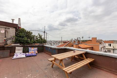 Apartamento renovado en el corazón de Estambul con terraza