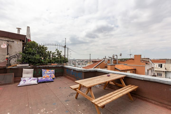 Renovated apartment at heart of Istanbul w/terrace