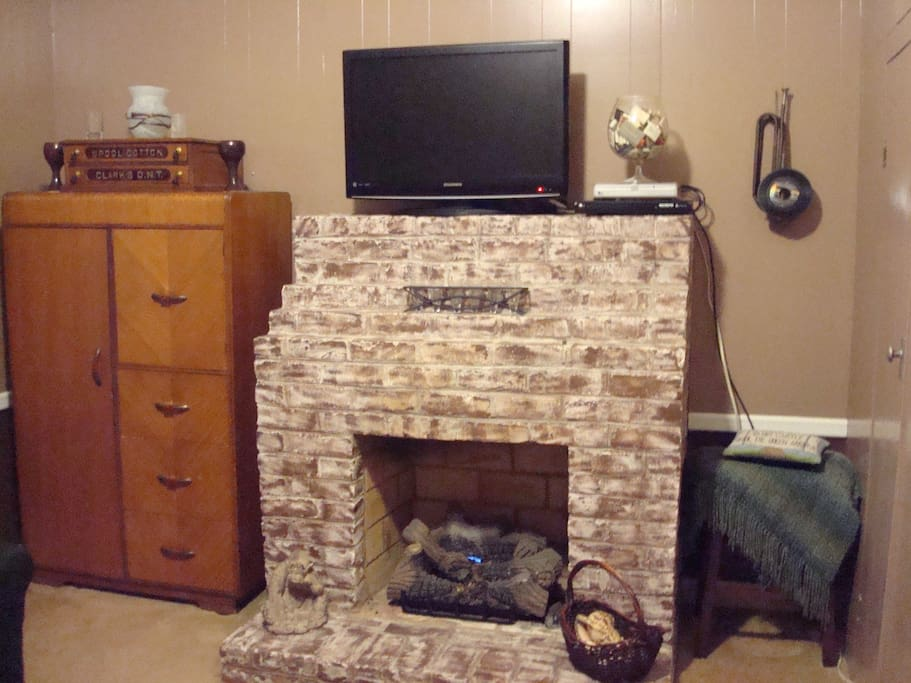 Living space with Fireplace, TV, DVD, Wi-Fi, Mini Fridge & Coffee Maker