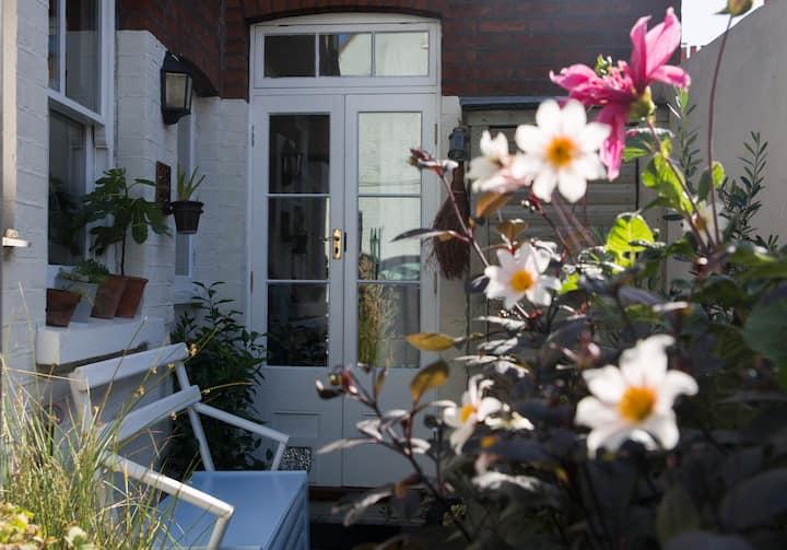 *NEW* Maple Cottage, Canterbury - Little City Gem
