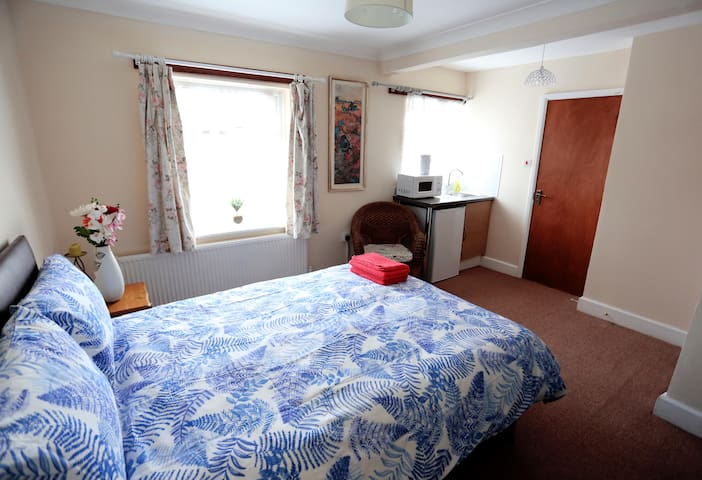 Sitara Room London Heathrow. 5 mins to Heathrow.