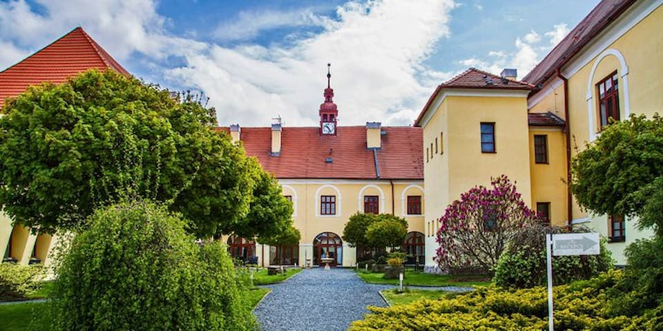 Zámek Čechtice Hotel ****