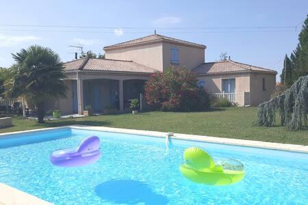 Chambre spacieuse dans villa avec piscine Lectoure