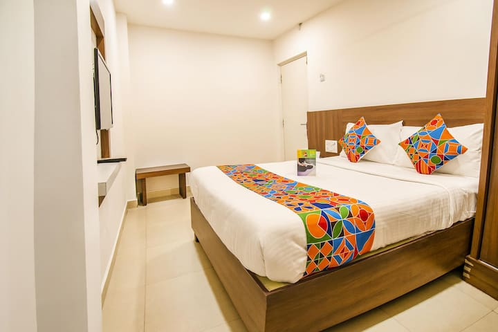 Couple friendly Deluxe Rooms with AC+WiFi+Breakfast @Porur