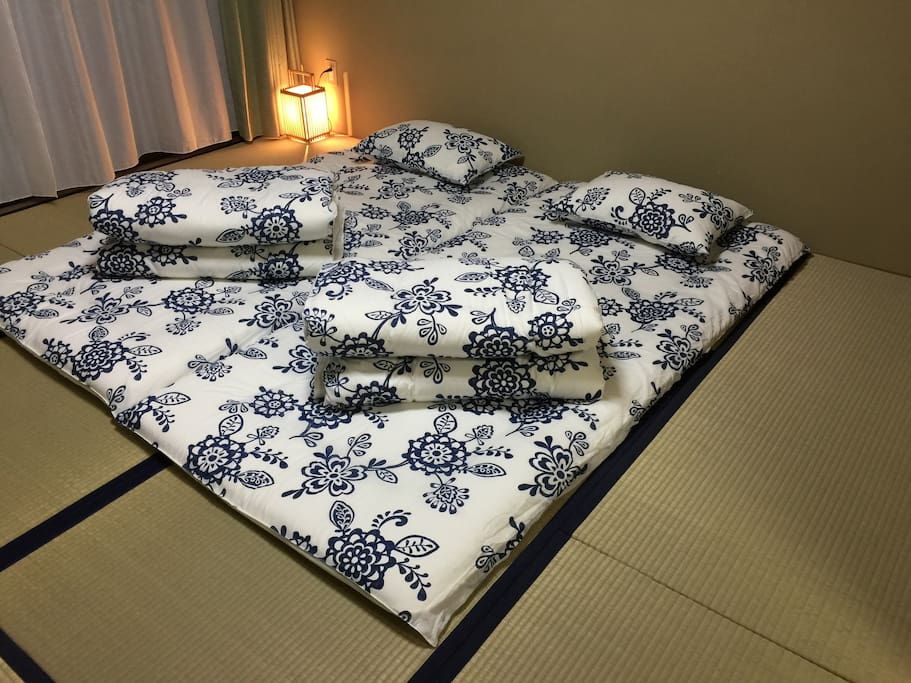 Japanese traditional bed, Futon will invide you to the comfortable sleep.