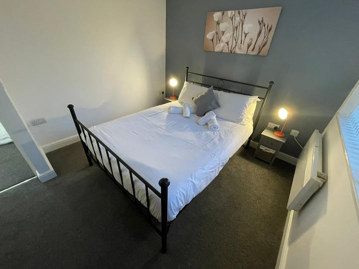 Modern clean and spacious 2 bed apt in Nottingham