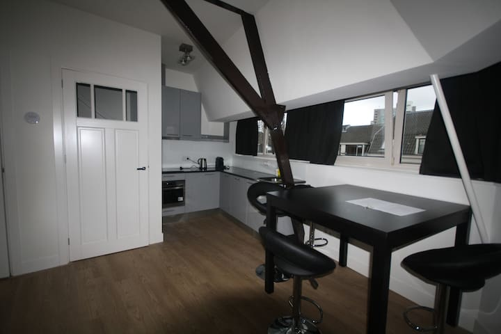 Modern serviced two-bedroom apartment, free wifi!