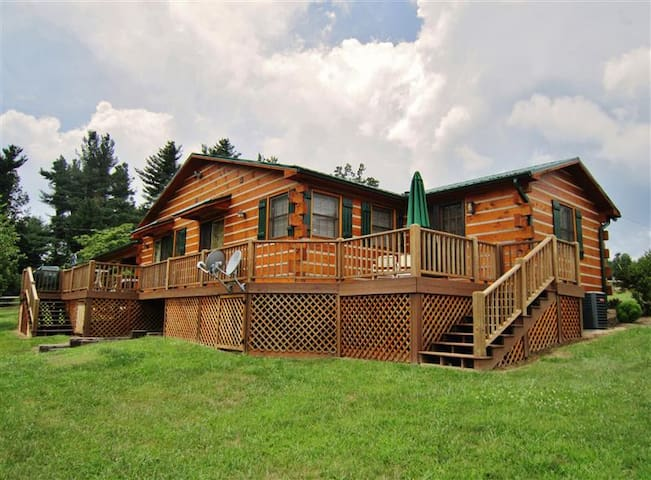 Classic 3BR Glade Valley Log Home - Glade Valley - Casa