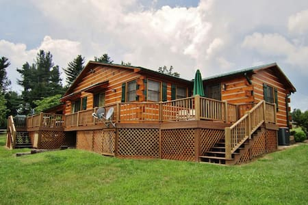 Classic 3BR Glade Valley Log Home - Glade Valley - Talo
