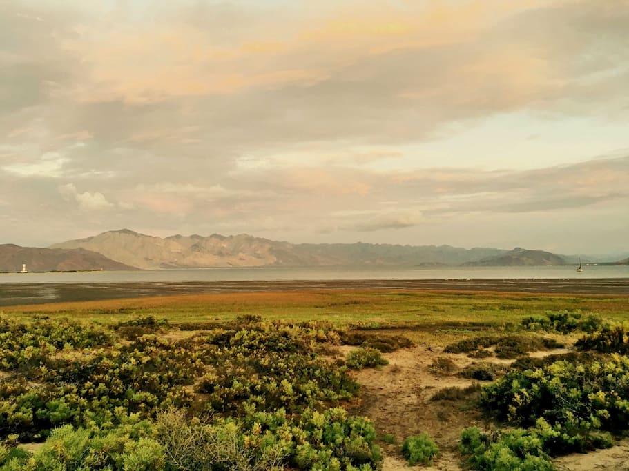 Tenemos un perfecto lugarcito donde disfrutar de los maravillosos amaneceres y atardeceres que nos regala la Bahía.
