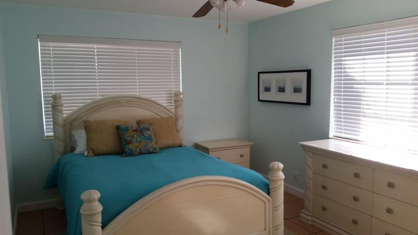 Cozy beach apartment- private beach access
