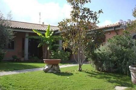 Villa in affitto VIA JHONLENON Roma - Roma