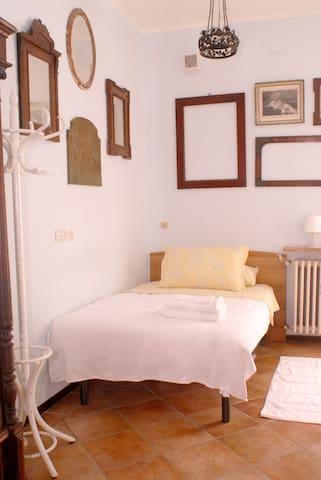 1 letto una piazza e mezzo - Monfalcone - Bed & Breakfast