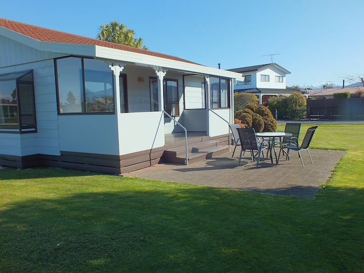 Self Contained cottage close to Motueka township